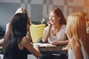 businesswomen-restaurant