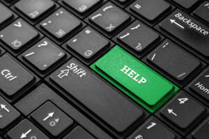 close-up-green-button-with-word-help-black-keyboard-creative-background-copy-space-concept-quick-help-magic-button-mutual-assistance-1