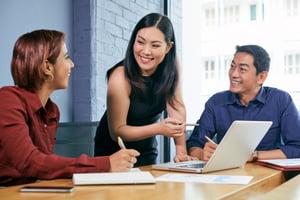 female-entrepreneur-conducting-meeting