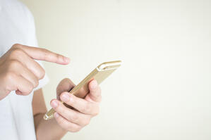 hands-women-wearing-white-shirts-are-using-social-media-phone